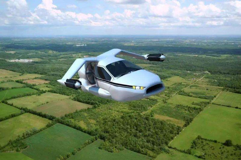 飞行汽车在飞行中